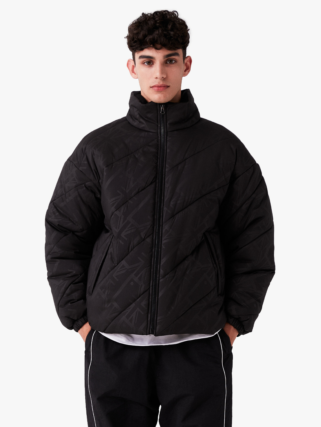 GOALSTUDIO (Sold Out) WWFC DIAGONAL EMBO PADDED JACKET