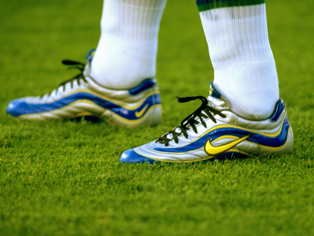 GOALSTUDIO From Ronaldo's Mercurials to the Puma King - The best football boots ever!